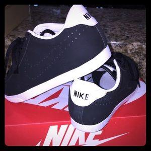 Nike Racquette 7.5